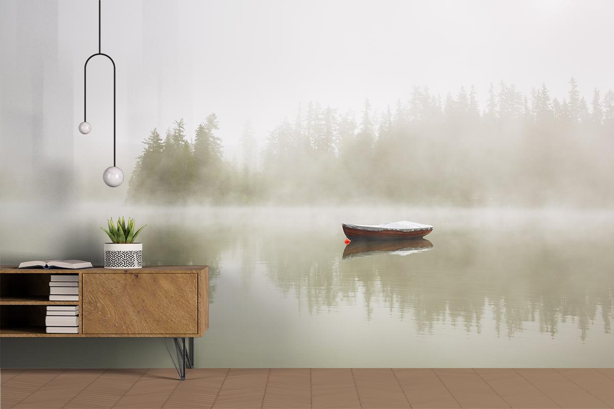 Fototapeta - Samotna łodka na jeziorze - fototapeta.shop
